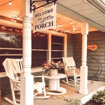 20 Gorgeous And Inviting Farmhouse Style Porch Decorating Ideas