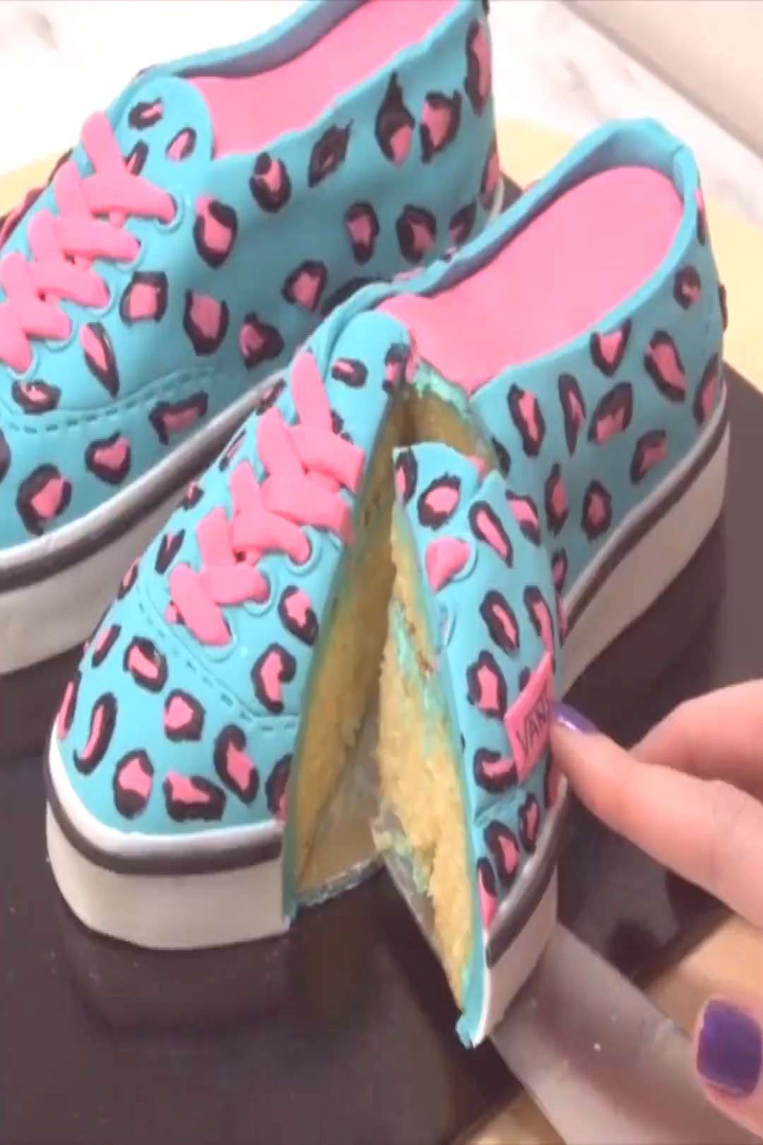 CAKE SHOES Shoe-themed cake to satisfy your sweet tooth! Credit Cake Style