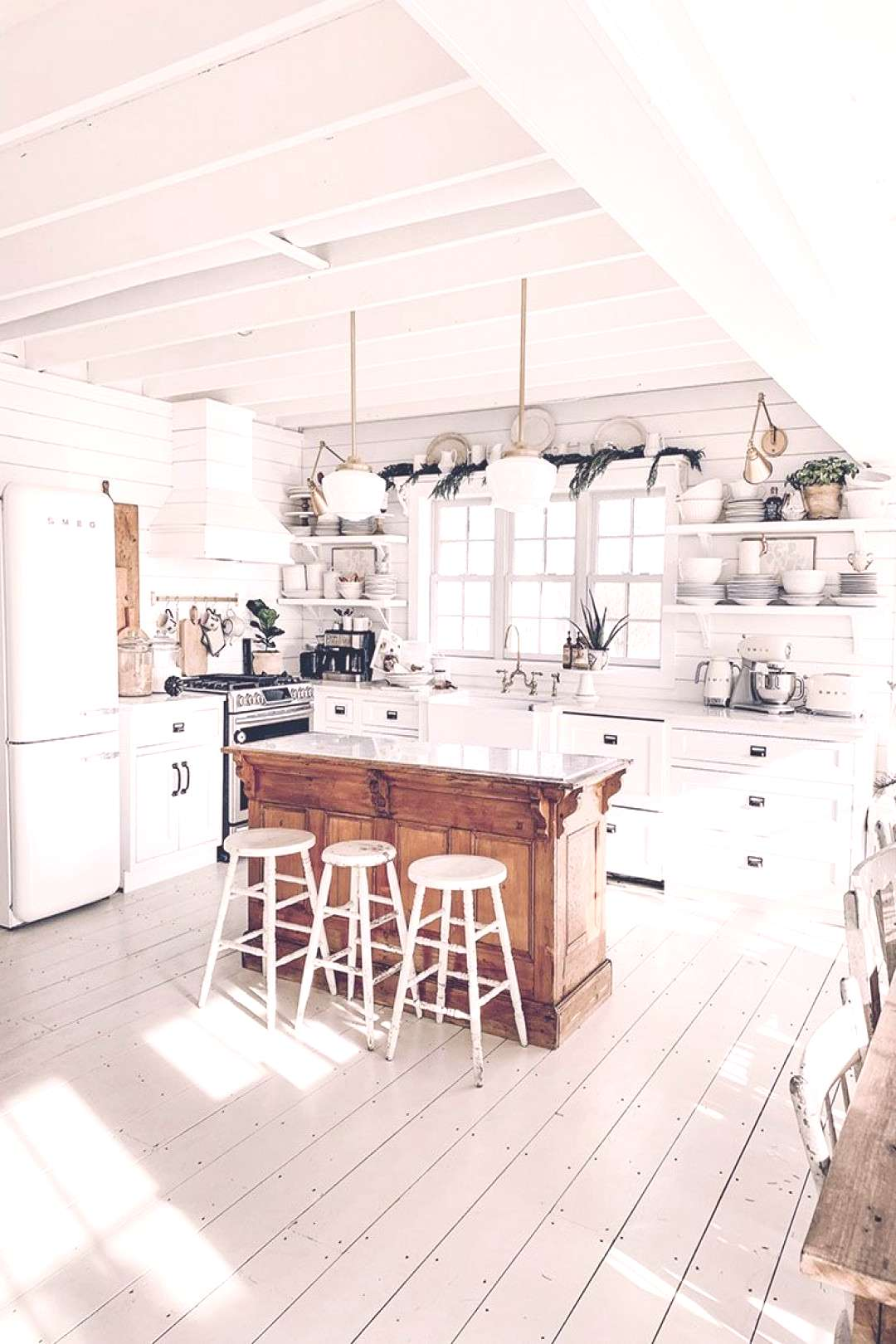Fun Ideas To Accesorize Your Kitchen With Farmhouse Style. Quick... easy and budget friendly ideas